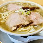 中華そば ひらこ屋 - ◎麺は自家製の中太ストレート麺で、煮干しラーメンに良く絡む。