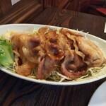 アカシア - 豚肉オイル焼き。これ好き。