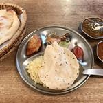 食堂インド - 豪華Aセット お好きなカリー2種(マトンビンダル、サグチキン) サラダ、ライス、ナン、サモサ、タンドリーチキン