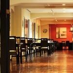 グランドホテル 六甲スカイヴィラ - 落ち着いた雰囲気の店内席で、大人の時間をお楽しみください。
