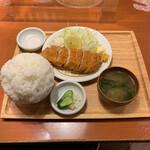 巣ごもり食堂 - 料理写真:特上ロースカツ定食 1,800円 チョモランマライス+200円