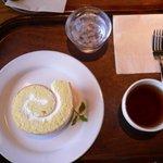 1527436 - ロールケーキ(プレーン)とほうじ茶セット