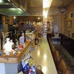 シロクマ食堂 - 居心地のよい店内です