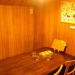 シロクマ食堂 - 奥のテーブル席(4名)