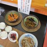 15271703 - 入口入った所にあるサービスのキムチ・辛子高菜・チャーシューを使ったお惣菜など・・・。