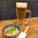 肉汁餃子と190円レモンサワー しんちゃん - 生ビールとお通し