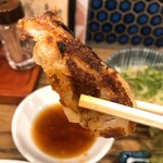肉汁餃子と190円レモンサワー しんちゃん - つまみ餃子