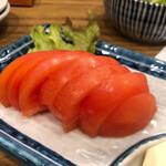 肉汁餃子と190円レモンサワー しんちゃん - トマトスライス