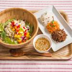 カーゴライスキッチン - 季節の玄米サラダプレート