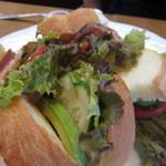 プリムローズ - ベーコンとアボガドのサンドウィッチ