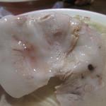 麺家ぶらっくぴっぐ - ほど良い食感を残しつつも柔らかいバラチャーシューに濃厚スープが絡みます。