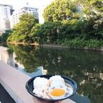 152723425 - アラワイ運河を眺めながら食べる(妄想