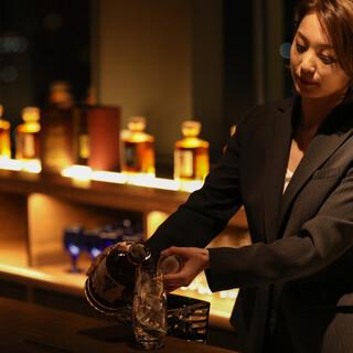 レストランの奥には秘密のBar/夜景とウイスキーの大人の時間