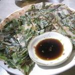 韓国料理あん - 味はニラが  多くって。。^^; 粉部分も少々もさ付いてる感じがしました。 (500円)