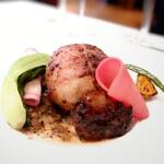 ラ・ブランシュ - 福島川俣軍鶏のロースト、黒米詰め、トリュフソース