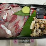 東和鮮魚 - ハマチ5人前、サザエ5人前。合わせて6000円。