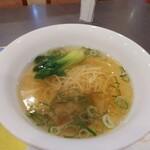 群愛飯店 - 綺麗な上湯スープ、具はシンプル
