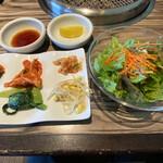 焼肉 べこ亭 - キムチ、ナムル、ライス、スープ