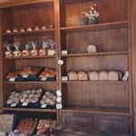 雑穀パンの店ひね - 5番目で山食がラストワンだ!