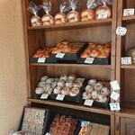 雑穀パンの店ひね - 本日の日替わりは、チェリーとカシューナッツ