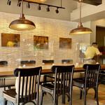 スターバックス・コーヒー - コンセントのある大テーブル