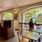 スターバックス・コーヒー - 遊具が見えるカウンター席
