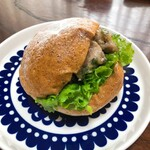 ジュエ ボワット - 料理写真:鶏肉ゆず胡椒の全粒粉サンド 350円