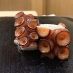 152761453 - 塩ゆでにした佐島の真蛸