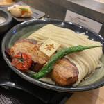 152764587 - 厚切り焼豚つけ麺(大盛)+ぜいたく盛り+中ライス