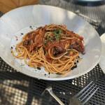 毛利 Salvatore Cuomo - タコとブラックオリーブのトマトソース