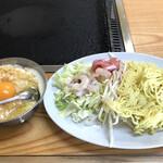 お好み焼かとう - お好み焼きミックス(税込350円)と焼きそば(税込350円)