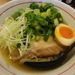はなふく - 「白しょうゆラーメン+味玉(半分)+ネギ」(2012年2月)