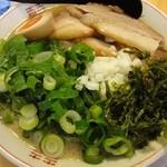 はなふく - 「鶏とんこつラーメン+味玉(半分)+ネギ+チャーシュー」(2012年2月)