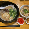 上を向いていこう - 料理写真:とんこつ(ふつう)白麺 チャーシューめし 揚げネギ 紅生姜