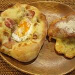 リトルマーメイド - 石窯フォカッチャ(カルボナーラ)、黒胡椒とチーズのパン