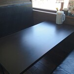 ペレニアルロックガーデン春子谷地 cafe ミルクの里 - テーブル
