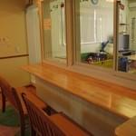 ピノキオ - キッズルームを眺めつつお茶出来るカウンター席