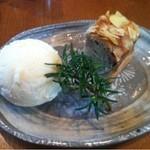 15279604 - マロンケーキ バニラアイス添え