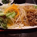 152807165 - 焼肉と野菜