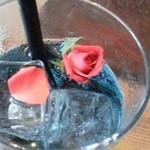15281215 - カクテルにはバラが。