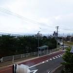 ナチュラルフードカフェグリーンハート - 窓側カウンター席からの眺め
