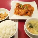 152812089 - 平日サービスランチより「乾焼魚片」(白身魚のチリソース)