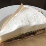152818574 - 【リコッタチーズとルバーブのタルト】                       さすがの一品。美味し過ぎてため息。                       シンプルに見えますが、色々な工夫が                       凝らされており天才的な一品。
