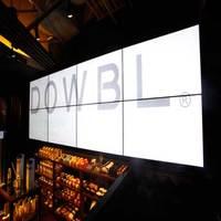 DOWBL CAFE - 大型モニターでイメージビデオが流れています