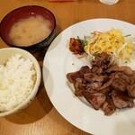 鉄板焼と醸造酒 Take-RHY - 牛タン定食。ごはん、味噌汁、サラダおかわり無料。