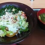 すき家 - 料理写真:シーザーレタス牛丼 スーパーフードmix