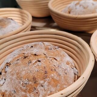 パンそれぞれのコンセプトに合わせて5~6種類の粉をブレンド