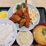 動坂食堂 - 料理写真:ミックスフライ定食(1030円)