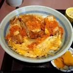 松本屋 - 唐がらしをかけて、カツ丼。