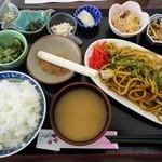 たんぽぽ - 【日替ランチ】すったてと太麺焼きそばの定食(600円)